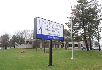North Oakville residents upset over delay in opening of new high school north of Dundas.